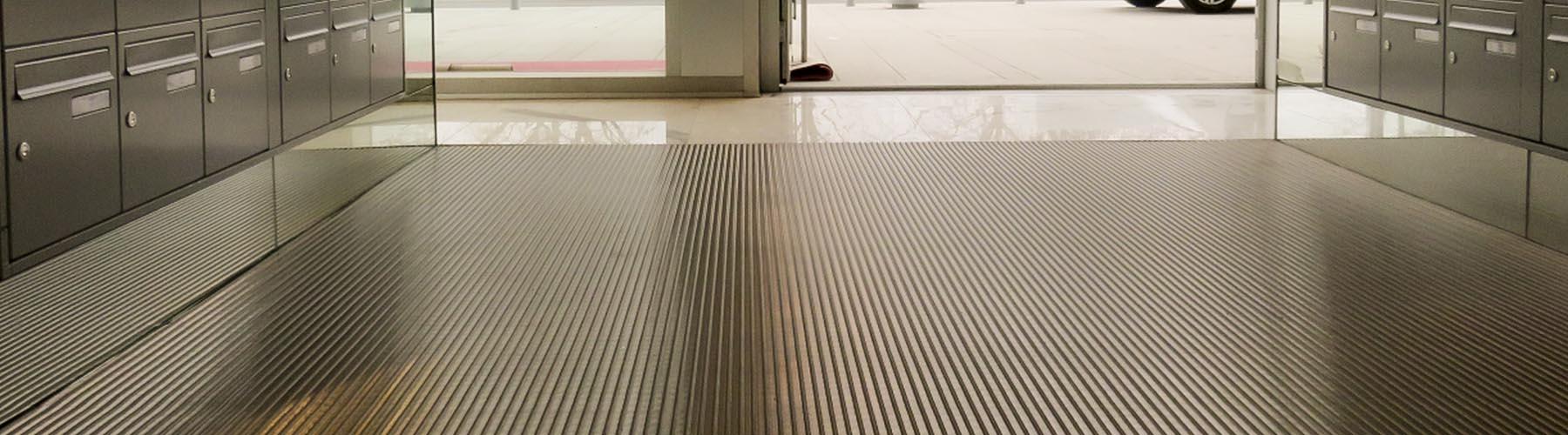 paillasson industriel tapis d'acceuil tapis sur mesure, 2dmat spécialiste en pose de taps d'entrée, tapis d'accueil et de paillassons